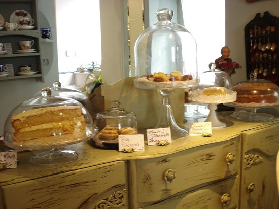 Biddys' Tearooms: Great selection of cakes and pastries