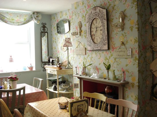 Biddys' Tearooms: Another view of the tearooms