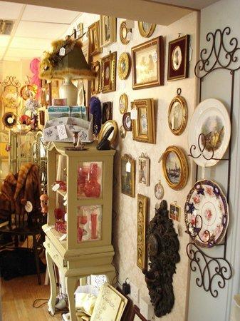 Biddys' Tearooms: Entrance in to Tsars Treasures