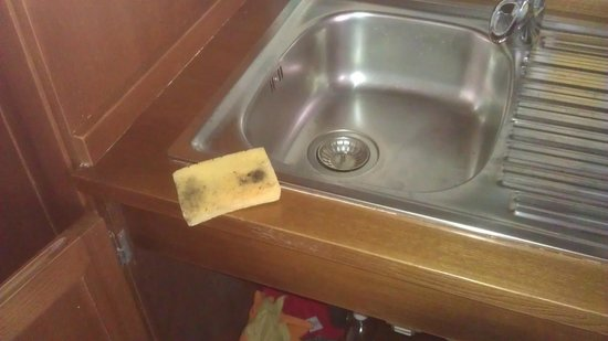 Relais Regina Giovanna: sponge scourer covered in mould