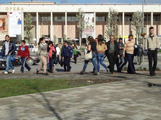 Skanderbeg-Platz: traffic