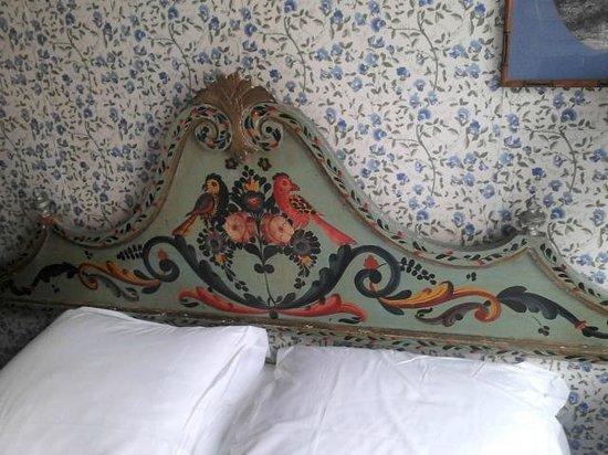 Hotel Agora: Decorative Bedhead