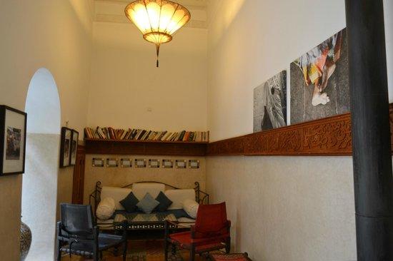 Dar Justo: Biblioteca donde pueden preparar cena privada
