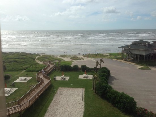 Holiday Inn Club Vacations Galveston Beach Resort: View from our 5th floor balcony