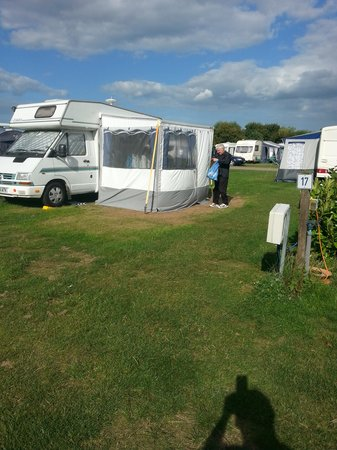 Eastview Caravan Park: Took 5hrs to put this awning up Ha! Ha!