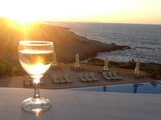 Giorgi's Blue Apartments : On our balcony enjoying the sunset