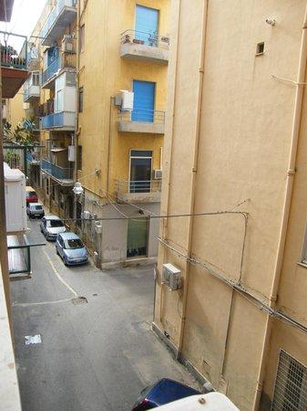 Hotel del Viale : die enge Gasse vor dem Hotel