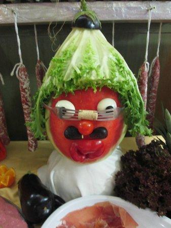 Santa Susanna Resort: Funny vegetable decoration!