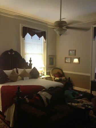 Bloomsbury Inn: General's Room