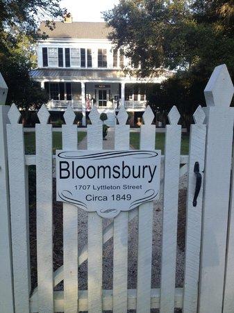 Bloomsbury Inn : Entrance gate