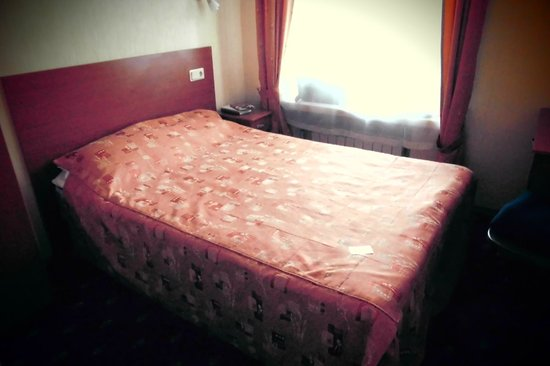 Nevsky Hotel Grand : Dårlig seng, lille dyne til 2