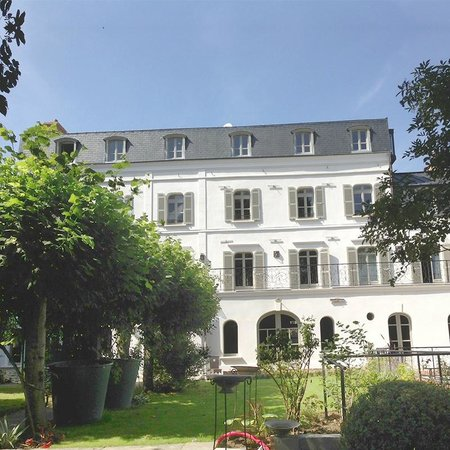 Les Tilleuls 1738 from the garden