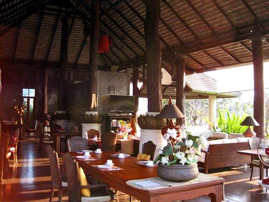 Jasmine Hills Villas & Spa: Dining area and lounge