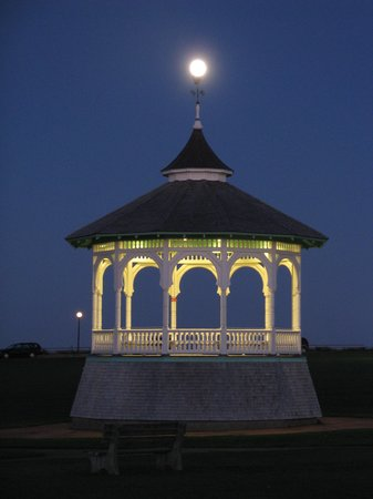 Oak Bluffs, MA: Moon over gazebo