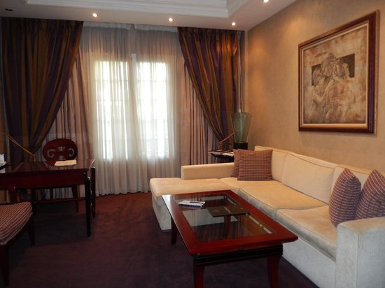 Theoxenia House Hotel: Large sofa in suite.
