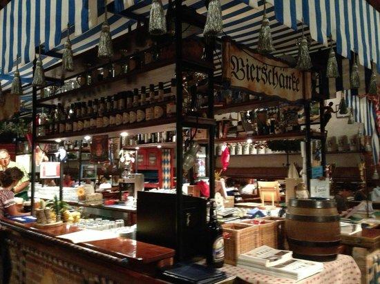 Bancone birreria e sala foto di birreria kulmbacher for Bancone birreria usato