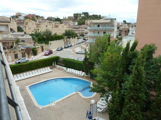 MedPlaya Hotel Esmeraldas: Over pool area from room 4th floor