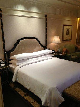 The Leela Palace New Delhi: King's sweet dreams