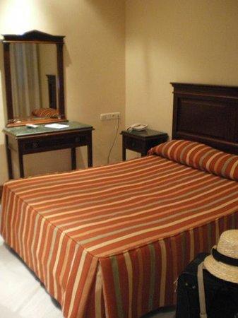 Hotel Baco: bedroom