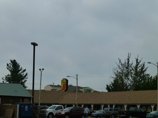 Super 8 Christiansburg: There are 2 Super 8's in Christiansburg- this is the one we were at