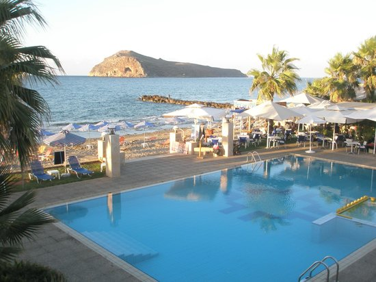 Hotel Marina Sands: piscine et restaurant en bord de plage