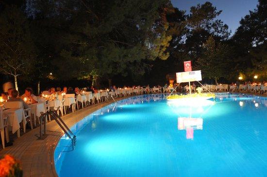 Montana Pine Resort: Mediterranean evening round the main pool.