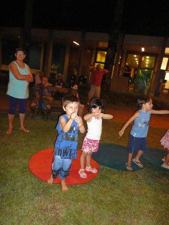 Centro de Férias SESC Bertioga: Monitores e brincadeiras com crianças