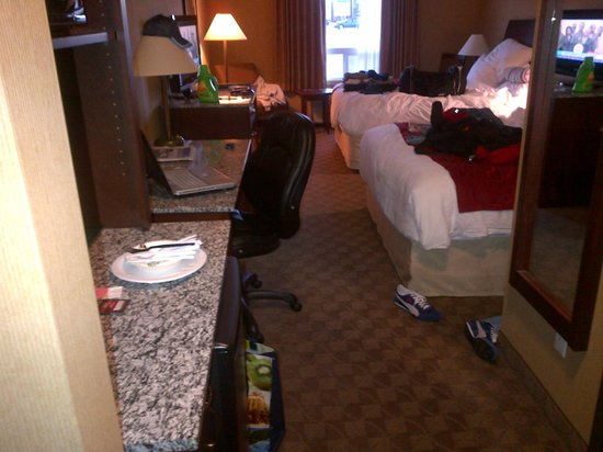 Comfort Inn & Suites Airdrie: My messy room before leaving lol
