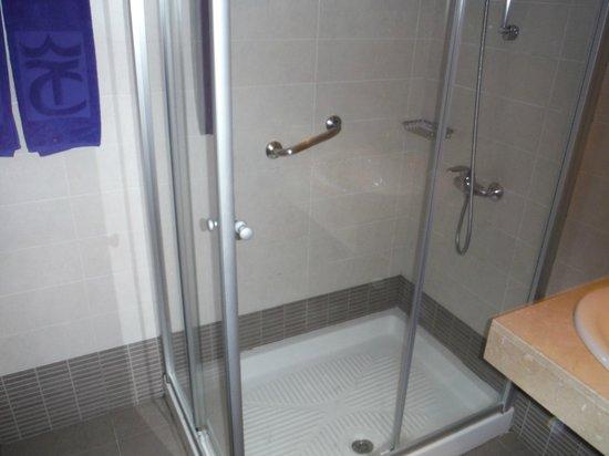 Apartamentos Tamanaco: Bathroom