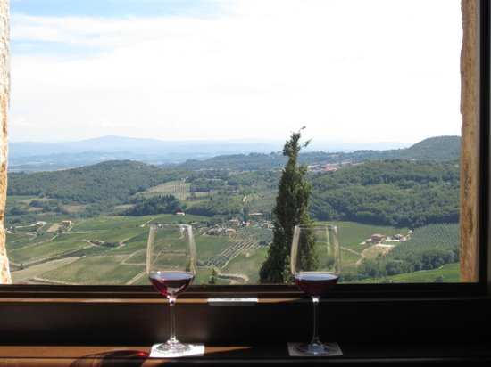 Il Tosco: Complimentary wine upon arrival