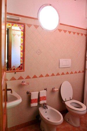Casa Seralba B&B: bagno con doccia