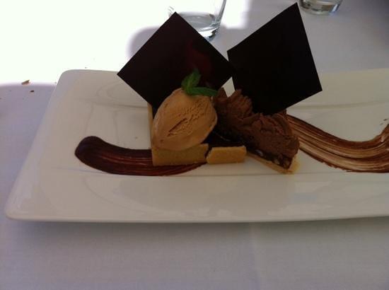 La Rotonde : tarte au chocolat et caramel ....