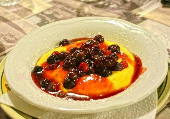 L'Umbricello del Coccio: Delicious crema catalana with red fruits
