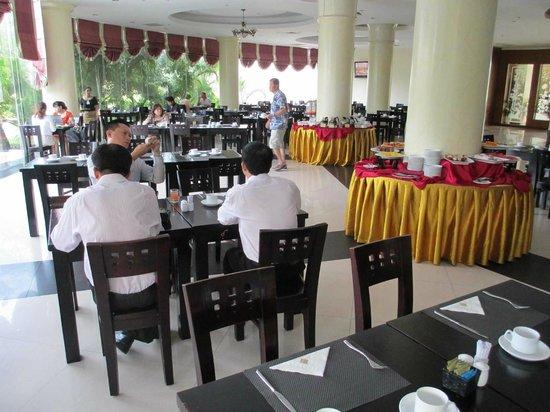 TTC Hotel Premium Phan Thiet: Завтрак в отеле.