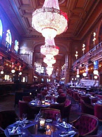 Berns Hotel: le restaurant qui devient ensuite boîte de nuit derrière le miroir