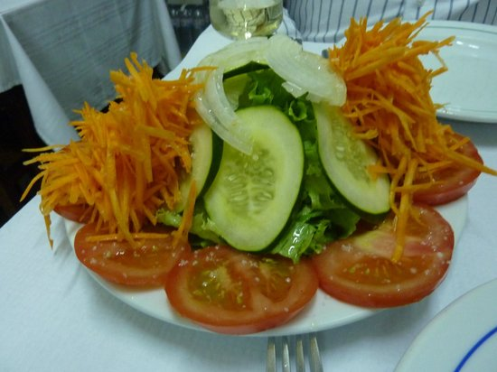 Restaurante Tronco: Heap of simple and refreshing salad