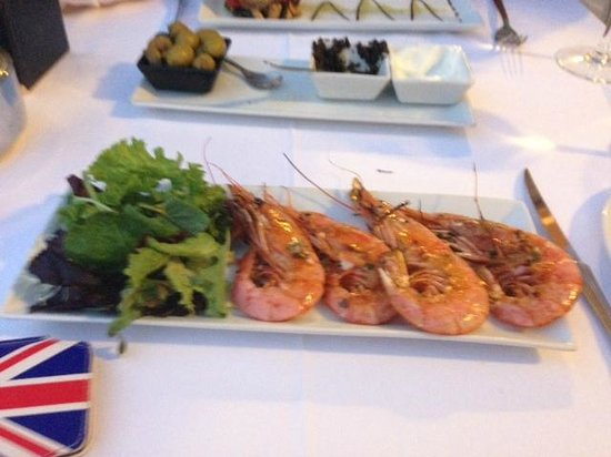 Swing Restaurante: Small portion of grilled prawns on tapas menu