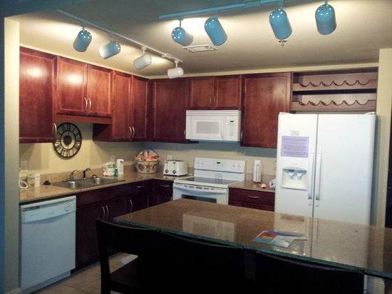 Laketown Wharf Resort : Kitchen has nice layout, very usable
