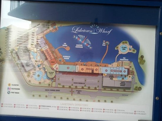 Laketown Wharf Resort : Map signs help you get around as the hotel is very large