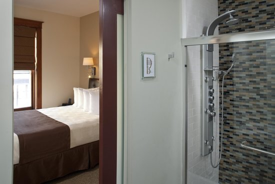 The Barlow: All guest rooms have private baths and feature a multi-spray spa shower
