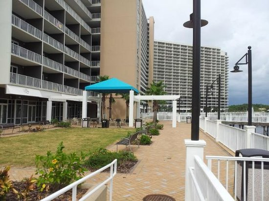 Laketown Wharf Resort: Picnic area
