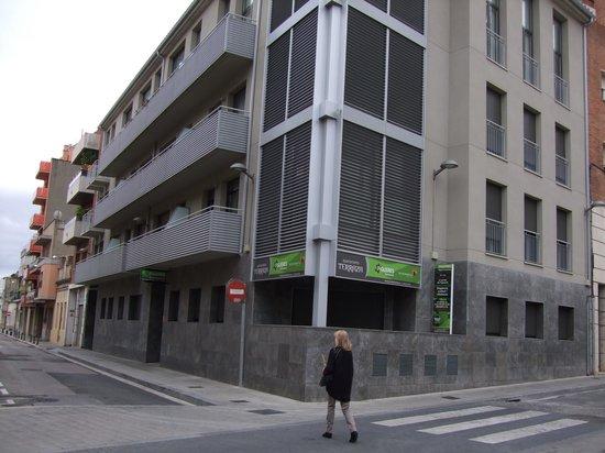 Apartamentos Terraza Figueres : Building from outside