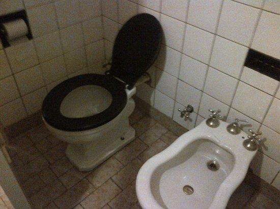 Blanro Hotel: Baño