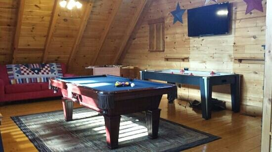 Bear Creek Crossing Resort : the game room