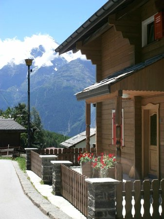 Matterhorn Valley Hotel Hannigalp: Entrance to smaller secondary building with rooms