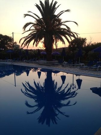 Alexandros Studios & Apartments: sunset at alexandros.... beautiful