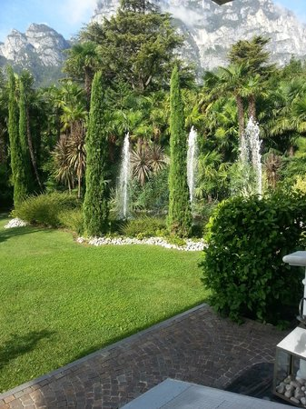 Parc Hotel Flora : Fountains in the grounds