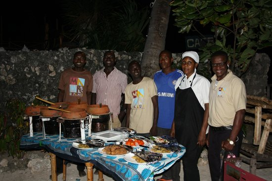 Mamamapambo Boutique Hotel : Repas Swahili avec toute l'équipe