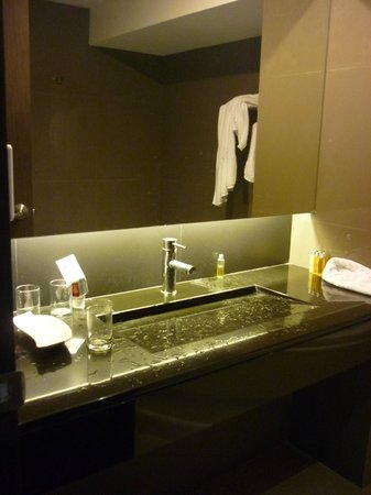 Bangkok City Hotel : After using, the sink is looks nice but not functional,sometimes.