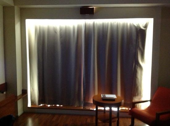 Alila Jakarta : useless curtains